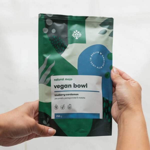 5 Nm Veganbowl Blueberry Cardamom 1pack In Hands